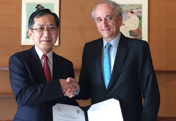ESSEC Business School and Keio University, Faculty of Business and Commerce in Japan sign a Double Degree agreement